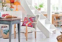 Escaleras / Qué hacer con ese enorme hueco vacío que nos queda bajo las escaleras de nuestro hogar? A continuación te dejamos diferentes inspiraciones que pueden ayudarte a elegir la opción que más se adapte a tus necesidades ;)