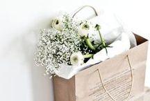 flowers. / Les fleurs