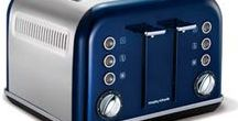 Accents 4 Slice Toaster / The 4 Slice Accents toaster is a stylish addition to your kitchen, with its painted stainless steel body and chrome accents.