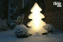 """LUMENIO LIGHT tree / LUMENIO LIGHT Baum ist der Klassiker in der Lichtdekoration von LUMENIO. Für das Weihnachtsgefühl sorgen vier Farbvarianten: ein warmes """"Sunny White"""", ein cooles """"Ice White"""", ein atmosphärisches """"Rudy's Red"""" und ein intensives """"Chili Green"""". The christmas tree LUMENIO LIGHT is the classic decorative lamp from LUMENIO. A festive Holiday feeling is ensured by four color choices: warm """"Sunny White"""", cool """"Ice White"""", festive """"Rudy's Red"""" or intense """"Chili Green""""."""