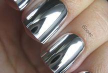 Silberne Fingernägel