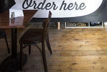 Enseignes et signalétiques  // Restaurants // Shop #design #intérieur / Des enseignes créatives, qui interpellent, visibles de loin ! #signage