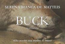 Buck / Buck è figlio di una lupa e di un cane pastore del Caucaso. Buck è bellissimo, forte e ha un migliore amico umano. Buck corre con i lupi. Buck non esiste. Buck è il mio romanzo.