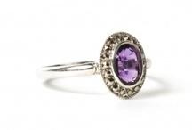 KS Améthyste / L'#améthyste fait partie de la famille des #quartz - #calcédoine. C'est une #gemme appréciée dont la couleur violette est attribuée à des traces de fer.