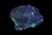 KS Azurite / L'#azurite est une hydrocarbonate dont les gisements se trouvent au Maroc, en Tsumeb (Namibie), au USA et en France près de Chessy (Lyon). Sa couleur est bleu.