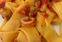 Pappardelle con calamari, gamberi e spada / Divine