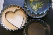 precious, peculiar pie dishes, funnels and vents / Antique and new, glass and pottery, decorated and plain, pie plates, pie tins, pie dishes, pie vents, pie birds, and pie funnels