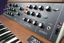 Analogue Synth, Hardware & Vintage Audio / Synth, Retro, Analogue, Gear,  Roland, Korg, Moog, Studer, Hammond, Hohner, Juno, 303, 909, 727, revox, Braun, Technics, Vinyl, tape, Music, Production, Audio, Classic, Vintage, Sound
