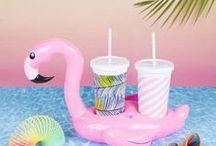 Flamant rose / Vive le flamant rose en décoration de fêtes, décoration d'intérieur ou dans la mode. Voici ma sélection d'objets et vêtements avec imprimés flamant rose.