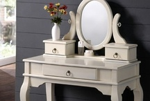 MakeUp Vanity Tables / Beautiful and Majestic Makeup Vanity Tables