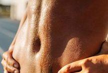 Abnehmen – dein Weg zum flachen Bauch / Abnehmen am Bauch – das ist das größte, einigende Figurziel der meisten Deutschen! Schön flach und straff soll die goldene Mitte sein. Mit unseren Fitness- und Ernährungstipps helfen wir dir, dein Figurziel zu erreichen. Von Workouts über Fettverbrennung hin zu kalorienarmen Bauch-weg-Snacks – hier ist alles dabei!