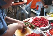 Cocineros / Gente elaborando alimentos por aquí y por alla