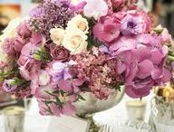 Low & Mid-Size Table Arrangements / Inspiration for low & mid-size table flower arrangements & centrepieces (centerpieces) - from our work and our favourites around the web!