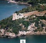 Talamone, Italie / Appréciez l'expérience comme James Bond (Quantum of Solace) en louant cette citadelle espagnole édifiée au XVI siècle. Sa situation dominante à l'extrémité du Golfo de Talamone en Toscane offre un superbe panorama.  Encore disponible pour l'été 2015. Pour savoir plus : http://goo.gl/XkwTKI