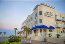 Seaside Amelia Inn / 46 rooms Boutique Hotel conveniently located steps from the beach via a private boardwalk and just minutes from historic downtown Fernandina.