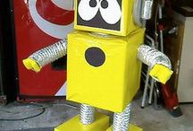 Robots Activities {Theme} / Robot activities, crafts and printables suitable for homeschool, childcare, preschool, kindergarten, first grade and second grade.