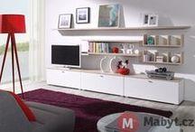 Lobo nábytek do obýváku (living room Lobo) / V kolekci nábytku LOBO nenajdete desítky různých druhů nábytku, v desítkách barvách a desítkách provedení. Nábytek LOBO je jedinečný právě díky své jednoduchosti. Díky variabilitě, se kterou lze jednotlivé kusy kombinovat a skládat, si každý vybaví vzdušný, praktický a přívětivý domov.