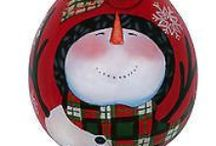 Chicky Dee's Gifts Ne'Qwa Ornaments & Wine Stoppers / Chicky Dee's Gifts Ne'Qwa Ornaments & Wine Stoppers. Ne'Qwa glass ornaments are hand painted on the INSIDE of the glass.  Great pieces of hand made artistic Ornaments.