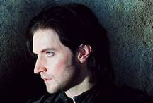 Sir Guy of Gisborne / Sir I find you attractive (throws piano)