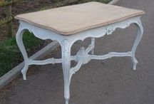 Various tables / English country and French tables