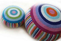 Almofadas... Puffs@crochê e tricô / by Mariangela P Seleme