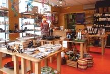 Wereldwinkel Zutphen / De Wereldwinkel Zutphen wordt gerund door vrijwilligers.  Wij zijn aangesloten bij de Landelijke Vereniging van Wereldwinkels. Onze producenten en importeurs worden door de Landelijke Vereniging gecontroleerd, waardoor wij  eerlijke handel kunnen garanderen.   Nieuwstad 4 Zutphen. Onze openingstijden zijn: ma 13.30-17.30 uur di t/m vr 10.00-17.30 uur za 10.00-17.00 uur Web= www.wereldwinkelzutphen.nl E-mail = info@wereldwinkelzutphen.nl  Tel. 0575 543742