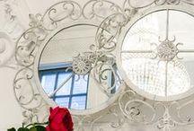 Зазеркалье / Мода на компактные предметы мебели и интерьера никак не относится к зеркалу, для которого размер важен не меньше, чем дизайн. Зеркала, покрытые серебряной амальгамой, обладают идеально ровной поверхностью, не боятся влаги, они долговечны и не подвержены коррозии.