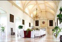Hochzeitsfest / Feiern Sie eine romantische Hochzeit im atemberaubenden Ambiente  Schloss Rosenburg zählt mit zu den begehrtesten Hochzeitslocations in der Umgebung von Wien. Bis heute hat das historische Schloss nichts vom Charme der vergangenen Jahrhunderte verloren. Noch immer strahlen die Veranstaltungsräume eine ganz besondere Atmosphäre aus