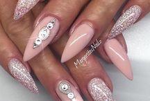Beauty | Nails / Nails, Nails, Nails! Auf dieser Pinnwand sammle ich tolle Ideen für Gelnägel, Acrylic Nails, lange Nägel, spitze Nägel, Kunstnägel,...