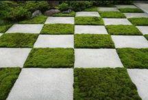 Materiaalien yhdistäminen puutarhassa / Combinations of materials / Luonnonkiveä, puuta, betonia, kiviaineksia, metallia, lasia ja elävää materiaalia yhdistettynä.