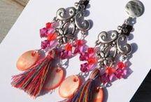 Boucles d'oreilles / Estampes légères, couleurs pétillantes , à clips ou pour oreilles percées ...