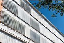 Brises / Articulado / O brise articulado da Zetaflex permite controle da iluminação e da ventilação dos ambientes internos e transformam a fachada, valorizando e embelezando as edificações.
