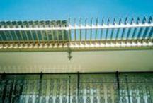 Toldos / Alumínio Colorado / Este modelo é ideal para locais onde seja desejável maior aeração, entrada de luz e pouco caimento. Sendo uma variação do famoso AeroTeto® Zetaflex.