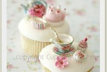 Cupcakes   / cupcakes I love and the ones I have made. / by Catherine Cline