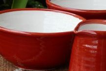 Obra - Cerámica / Ceramics / Piezas artesanales combinadas en distintos sets, disponibles en nuestra tienda.