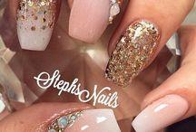 Nails / Making my nails look pretty.