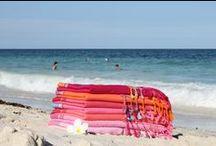 Le kikoy-serviette de Simone et Georges / Le kikoy est le produit phare de la marque Simone et Georges. Une fine serviette éponge côté pile, un paréo #kikoy artisanal 100% coton côté face. #chic #unique #pratique