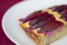Paleo Desserts & Süßes Rezepte / Auch die härtesten Paleos trifft ab und zu die Lust nach Süßem. Hier zeigen wir euch leckere Paleo Desserts, bei denen man kein schlechtes Gewissen haben muss. Aber Paleo Desserts sind mit Vorsicht zu genießen: in vielen steckt ein hoher Nussanteil, der es ganz schön in sich hat. Wir mögen gern die verschiedenen Paleo Muffins, da man die gut mitnehmen kann. Bei unseren Lesern beliebt sind der Marmorkuchen, Schokoladenkuchen und das Bananenbrot.