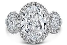 Three Stone Engagment Rings / Classic three stone engagement rings