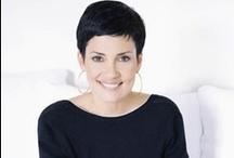 Cristina! / Née à Rio de Janeiro, Cristina Cordula étudie la communication et le journalisme avant de devenir mannequin international pour de grands couturiers.  Elle decouvre le relooking aux Etats-Unis et en Angleterre. En 2002, sa profonde connaissance de la mode et de la beauté ainsi que de la morphologie et des couleurs, lui permettent de devenir conseillère en image.  Depuis 2004, elle anime de nombreuses emissions télé..  Aujourd'hui la voilà de retour avec Les Reines Du Shopping