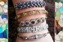 Antique Bracelets Diamond Vintage Bracelets & Estate Bracelets / Diamond Antique Bracelets & Vintage Bracelets - Ruby Bracelets, Gold Bracelets, Sapphire Bracelets, Platinum Bracelets, Silver Bracelets - For Sale & Up-To-Date