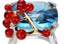 Rings, brooches and other small jewellery