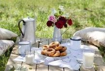 We Love Picnics / A picnic in the garden is great fun for everyone - whether it's something really simple or more elaborate. Here's a few ideas that we love to make your garden picnic special no matter what you do!