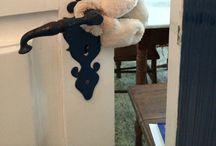 Urso  para  maçaneta de porta / Urso de pelúcia  que   que  prende na maçaneta e impede que a porta  bata e machuque  os dedos das crianças