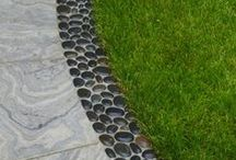 Garden Edging Ideas / Looking for some inspirational garden edging ideas? I always am,..the purpose of this board is to collect a variety of ideas to refer to when needed. A bonus would be that someone else also found these ideas helpful.