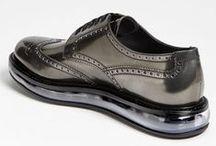 Sapatos, Tênis & Cia / by Enilson Fialho 📌
