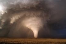 Meteorologia i Fenomens geofísics / Tormentes. Huracans. Terretrèmols. Volcans. Tsunamis, etc
