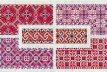 Borders and repetitive patterns in cross stitch / by Ymke Mulder