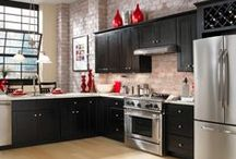Kitchen Design: Italian Cucina with Espresso Kitchen Cabinets / Findley & Myers Knob Hill Espresso kitchen cabinets set the stage for your Tuscan kitchen getaway, featuring your favorite Italian chef designs!