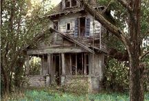 Abandoned Farmhouses / Beautiful abandoned farmhouses full of character, charm and untold stories.